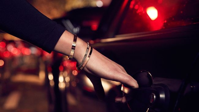 Cartier-LOVE-Bracelet-car